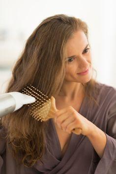 Õhukesed juuksed võivad olla tõeliselt koormavad – ükskõik kui palju neid ka ei sätiks, hoiavad kiharad peadligi või piilub nende vahelt välja kõrv. Kui tüütu! Kuidas anda lududele juustele kohevust, mis kestaks kauem kui vaid peegli ees?