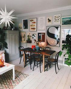 Tisdagkväll tänt några ljus laddat upp med glass o ny serie för mig Ri Rooms Ideas, Dining Room Inspiration, Small Dining, Kitchen Small, Dining Room Design, Dining Rooms, Dining Area, Deco Design, My New Room