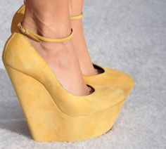 Omg. Love the style of this shoe.