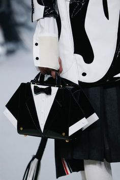 Thom Browne Fall 2017 Ready-to-Wear Collection Photos - Vogue Novelty Bags, Edgy Outfits, Thom Browne, Riding Helmets, Bucket Bag, Attitude, Ready To Wear, Fashion Show, Vogue
