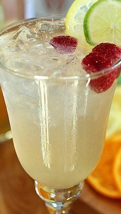 This Vodka, Limoncello and Prosecco Sangria with Raspberries is light, cold and so refreshing; pretty much the perfect summer sangria! Snacks Für Party, Party Drinks, Fun Drinks, Beverages, Sangria Recipes, Cocktail Recipes, Limoncello Sangria Recipe, Limoncello Drinks, Drinks With Lemoncello