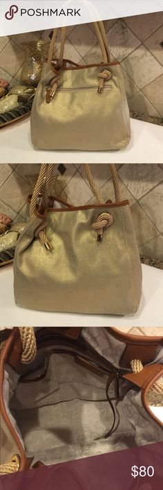 MICHAEL KORS purse Nice purse, still in good condition, no dirty spots, inside looks clean, look at the last picture! Little shunby on the corners! Michael Kors Bags Satchels