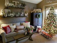 99 Welcoming and Cozy Christmas Entryway Decoration Ideas Christmas brings along with it lots of good times and cheer. One of the most exciting things to do during […] Christmas Entryway, Christmas Living Rooms, Farmhouse Christmas Decor, Cozy Christmas, Country Christmas, Farmhouse Decor, Christmas Holidays, Christmas Music, Farmhouse Style