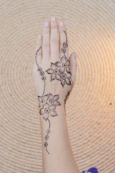 Finger Henna Designs, Henna Designs Easy, Mehndi Designs For Fingers, Henna Tattoo Designs, Simple Designs, Stylish Mehndi Designs, Mehndi Designs 2018, Mehndi Designs For Beginners, Mehndi Design Images