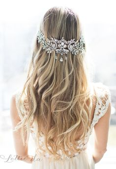 30 Chic Vintage Wedding Hairstyles and Bridal Hair Accessories - Wedding Hairstyles - Cabelo Casamento Wavy Wedding Hair, Vintage Wedding Hair, Wedding Hairstyles For Long Hair, Wedding Hair Pieces, Vintage Hairstyles, Short Hair, Chic Hairstyles, Bridal Hairstyle, Headpiece Wedding
