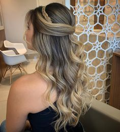 The beauty of simple wedding hairstyles for long hair 3 Long Hair Wedding Styles, Wedding Hair Down, Wedding Hairstyles For Long Hair, Long Hair Styles, Cool Hairstyles For Girls, Girl Hairstyles, Braided Hairstyles, Quince Hairstyles, Hair Upstyles