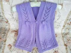 Вязание спицами для детей до 1 года. Пинетки, шапочка, шарфик. http://youtu.be/P-o3ePQ72KQ Вязание спицами для начинающих. Шапочка со жгутом / косами для дет...