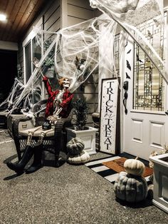 Take a look at our simple, silly and spooky Halloween porch! To keep it simple I use skeletons doing silly poses, spider webs all over, and tons of bats. Modern Fall Decor, Modern Farmhouse Decor, Farmhouse Style Decorating, Farmhouse Design, Porch Decorating, Decorating Your Home, Halloween Porch, Spooky Halloween, Halloween Decorations