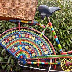crochet bike! What an amazing piece of art. http://restreet.altervista.org/guerrilla-knitting-la-street-art-delle-casalinghe/