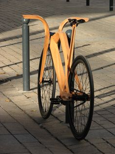 Wooden Bicycle, Wood Bike, Velo Design, Wooden Books, Fixed Gear Bike, Bicycle Components, Cool Bicycles, Cycling Bikes, Cycling Outfit