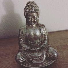 Buddha Statue.. #dekofürswohnzimmer #inspiration