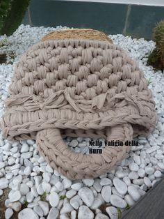 Nella valigia della Buru: Nuovo tutorial della buru per borse in fettuccia all'uncinetto fai da te! Come riutilizzare i cestini in vimini pe...