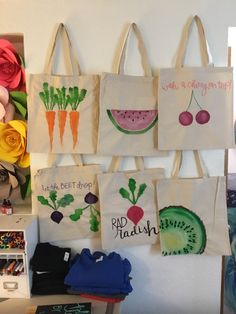 Fruit and veggies hand painted! Fruit and veggies hand painted! Fruit and veggies hand painted! Sacs Tote Bags, Diy Tote Bag, Summer Tote Bags, Cute Tote Bags, Painted Canvas Bags, Bag Sewing, 31 Bags, Embroidery Bags, Jute Bags