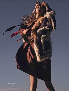 Frida Gustavsson in a shearling coat. // Stefan Heinrichs for Glamour France