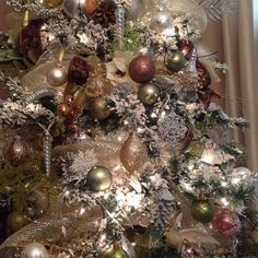 Dining room tree up close #crazyaboutChristmas #christmastreedecorating #christmastree
