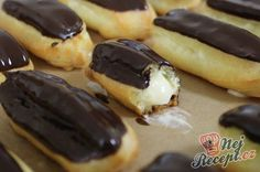 Recept Famózní Eclair s čokoládovou polevou Eclairs, Pancakes Easy, Breakfast Dessert, No Bake Cake, Hot Dog Buns, Nutella, Sweet Tooth, Sweet Treats, Food And Drink