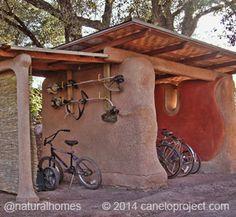 Edificios de balas de paja en 'The Canelo Project' Estacionamiento de Bicicletas