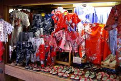 Guide to Souvenir shopping for made in Japan Kimonos and Yukatas: what to buy
