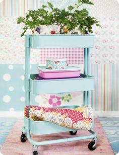Toves Sammensurium - Ikea raskog roltafel voor keuken kruidenplantjes. Ikea raskog cart for kitchen herb garden. #Ikeahack