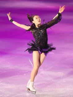 "Norihiro New Year 's World Championship at the Colorado Highlands ""Kimi gakujuku"" dare to go! Gymnastics Outfits, Rhythmic Gymnastics, Ice Skating Dresses, Roller Skating, Winter Sports, World Championship, Yoga, Sport Girl, Figure Skating"