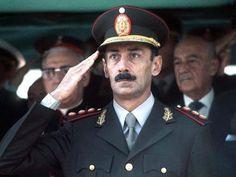 El sitio web es acerca de la muerte del líder de la junta militar durante la Guerra Sucia, Jorge Rafael Videla, y dice que sus motivaciones como un líder y lo describe su reputación durante la guerra