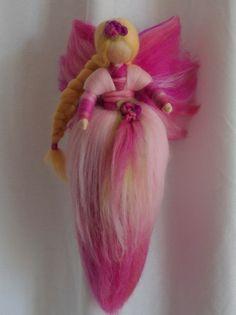 Jahreszeitentisch - Elfe aus Märchenwolle*Frühling*Waldorf Art - ein Designerstück von Holzwolle-Spielkunst bei DaWanda