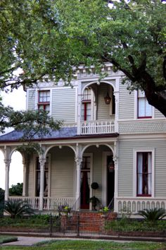 Garden District, New Orleans designed by Thomas Sully. New Orleans Homes, New Orleans Louisiana, Louisiana Homes, New Orleans Architecture, Historical Architecture, Victorian Cottage, Victorian Homes, New Orleans Garden District, New Orleans French Quarter