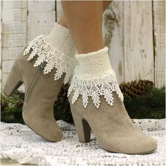 Our signature lace sock in ivory is the ideal sock for your short booties. Women have been calling these Made in USA lace cuff socks their signature look since Lightweight cotton cuff socks knit Lace Boot Cuffs, Lace Socks, Boot Socks, Crochet Socks, Ankle Socks, Viktorianischer Steampunk, Hunter Boots Outfit, Fat Fashion, Fashionable Snow Boots