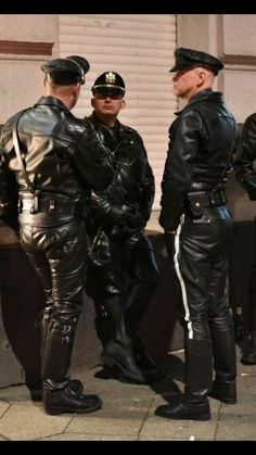 Just a Leather addicted Guy From Germany Mens Leather Pants, Black Leather Gloves, Tall Leather Boots, Motorcycle Leather, Biker Leather, Leather Jackets, Jeans En Cuir, Leder Outfits, Men In Uniform