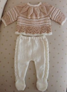 Jubón y polainas bebé. Baby knit.