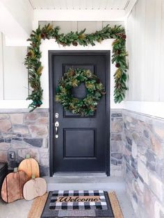 Christmas and Thanksgiving Front Door Decorations that anyone can do. Check this out now!