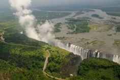 10 Most Beautiful Waterfalls in the World After the 10 Magnificent Frozen Waterfalls Around the World I think many of you, my dear. Still Life Photography, Nature Photography, What A Beautiful World, Victoria Falls, Exotic Places, Beautiful Waterfalls, Places To Travel, Zimbabwe, Around The Worlds