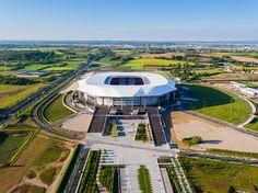 Le béton au cœur des stades modernes - ByBéton Construction, Parka, Architecture, Mansions, House Styles, Athlete, Modern, Building, Arquitetura
