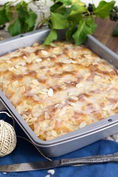 Butter cake like from a baker (secret recipe!) - KüchenDeern - Butter cake like from a baker (secret recipe!) – KüchenDeern Butter cake like from a baker (secr - Baking Recipes, Cake Recipes, Dessert Recipes, Easy Desserts, German Baking, Gateaux Cake, Secret Recipe, Food Cakes, Tray Bakes
