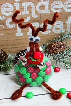 Reindeer Treats Christmas Craft - Clean and Scentsible DIY – Reindeer treats. This easy Christmas craft is lots of fun for the kids and make cute little Diy Xmas Gifts, Christmas Favors, Christmas Gift Decorations, Homemade Christmas Gifts, Christmas Treats, Santa Gifts, Gag Gifts, Food Gifts, Handmade Christmas