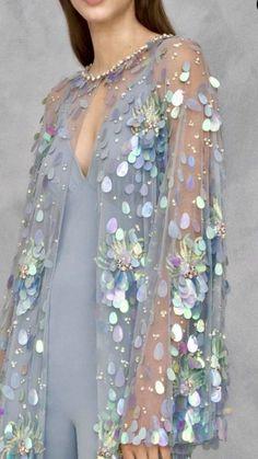 Marchesa Details - Not Ordinary Fashion is art Mode Outfits, Dress Outfits, Fashion Dresses, Look Festival, Do It Yourself Fashion, Fairytale Fashion, Foto Baby, Moda Chic, Womens Fashion
