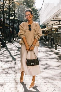 Street Style Paris Fashion Week - Street Style Paris Fashion Week Source by lenahalberstadt - Fashion Blogger Style, Fashion Mode, Look Fashion, New Fashion, Trendy Fashion, Autumn Fashion, Fashion Trends, Womens Fashion, Paris Winter Fashion