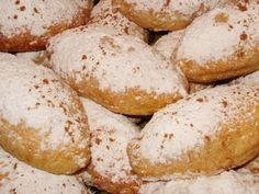 Ποντιακά λουχούλια με μήλο Sweet Recipes, Hamburger, Food And Drink, Sweets, Bread, Greece, Foods, Cookies, Bakken