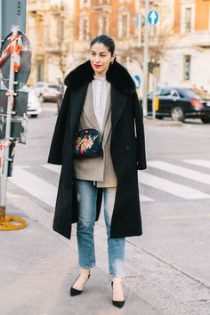 Caroline Issa, street style, blazer and jeans outfit Street Chic, Street Style, Caroline Issa, Short Playsuit, Fashion Moda, Jeans Fashion, Work Looks, Professional Outfits, Mode Outfits