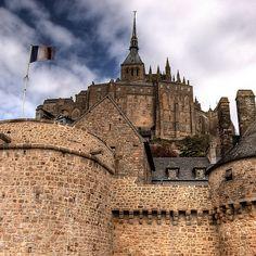 Mont St. Michel, France. Conoce más sobre impresionantes fortalezas en el blog de www.solerplanet.com