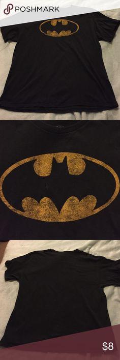 Men's Batman Shirt This black shirt has a rugged looking batman logo. No stains, loose seams, or holes! I don't do trades, but feel free to make an offer! Shirts Tees - Short Sleeve