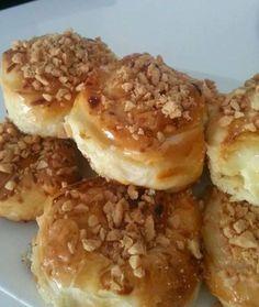 Mini mhancha met roomkaas, honing en geroosterde amandelen. Jekan er ook een grote mhancha van maken. Dan moet je er …