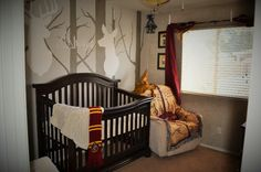The biggest Harry Potter fans are becoming parents, and it's yielding the cutest results. Find out awesome Harry Potter themed baby room ideas! Baby Bedroom, Baby Boy Rooms, Baby Room Decor, Baby Boy Nurseries, Harry Potter Nursery, Harry Potter Baby Shower, Harry Potter Diy, Nursery Modern, Baby Kind