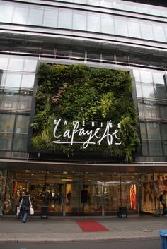 Galeries Lafayette, Berlin, Vertical Garden by Patrick Blanc Logo Verde, Green Cafe, Retail Facade, Nightclub Design, Wall Logo, Outdoor Signage, Wall Exterior, Wall Accessories, Sky Garden