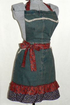 uPcYcLeD Denim Apron Calico Ruffles recycled por LauriesGiftsBiz, $40,00