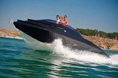 MIG 360 - autogenerating hydrogen fuel boat