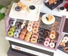 【100均粘土で作るミニチュアフード】4種のリングドーナツの作り方 | 豆のミニチュアフードブログ Cute Polymer Clay, Polymer Clay Charms, Fun Crafts, Diy And Crafts, Glass Butterfly, Mini Donuts, Mini Things, Miniature Food, Dollhouse Miniatures