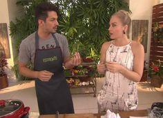 Romulo Estrela ensina receitas no programa (Foto: TV Globo)