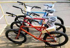 Preparando la entrega de bicis #Retrovelo modelo Otto    #avantumbikes Bmx Bicycle, Cool Bikes, Cool Stuff, City, Templates, Veil, Cities