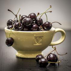 https://flic.kr/p/x9Ffgm | 227/365. Cherries, the last handpicked of the season from countrystore Landwinkel en Schenkerij De Kersenhut in Cothen.